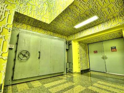 1. Бункер Гринбрайер, Западная Вирджиния, США Это убежище, сопоставимое по комфорту с четырехзвездочным отелем, построили в 1950 году для членов Конгресса и завезли в него запас еды на 30 лет: в то время правительство США всерьез опасалось ядерного удара со стороны СССР.