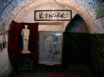 6. Подземный город, Пекин, Китай Бомбоубежище, площадь которого составляет 85 кв.км, находится прямо под городом. Здесь есть кинотеатры, парикмахерские, бассейны и читальные залы, - в общей сложности катакомбы могут вместить до 300 тысяч человек.