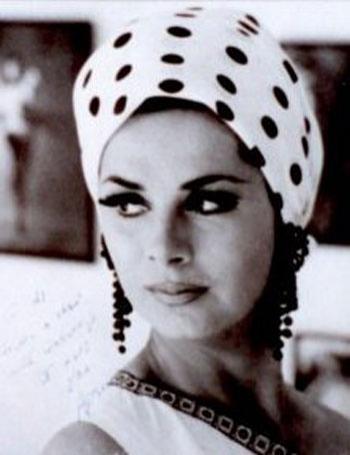 А это красотка 70-х годов. мода 70-х годов фото платья.