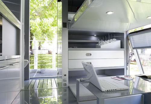 """""""Все поверхности внутри дома функциональные - словно система управления..."""