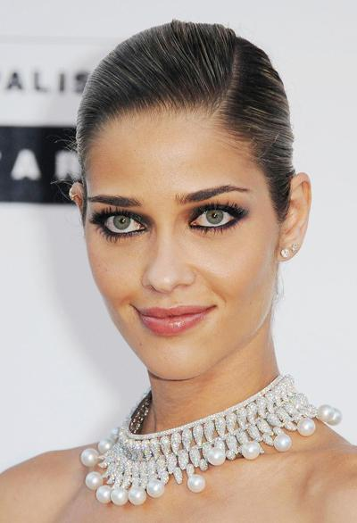 Ана Беатрис Баррос (Ana Beatriz Barros)