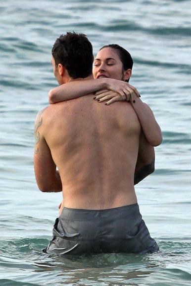 Жены на пляже без стыда бабы большой жопой