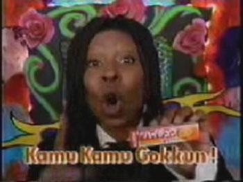 А это чернокожая богиня Голливуда  Вупи Голдберг. Оскароносная актриса, правда, не пьет, она закусывает. Шоколадкой. Каму. Каму. Коккун...