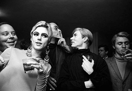 Энди Уорхол (Andy Warhol), Эди Седжвик (Edie Sedgwick) и «Entourage» в Нью-Йорке.