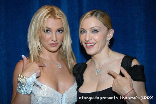 Ох уж эта Бритни! В эпопее ее скандалов за последний год достойным эпизодом стало публичное лобызание с... Мадонной.