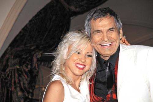 68-летний артист и продюсер Бари Алибасов был женат целых пять раз. Шестая и нынешняя супруга звезды – 28-летняя Лилиана Максимова, бывшая ассистентка знаменитости.