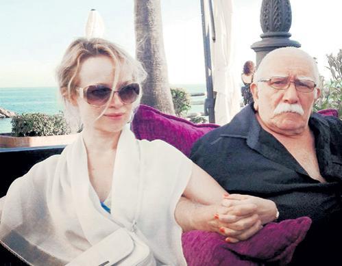 В феврале этого года 80-летний Армен Джигарханян женился третий раз.