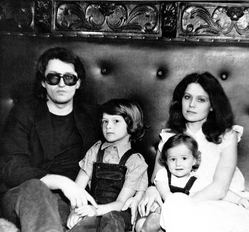 Музыкант Александр Градский в 2003 году развелся со своей третьей супругой  Ольгой..