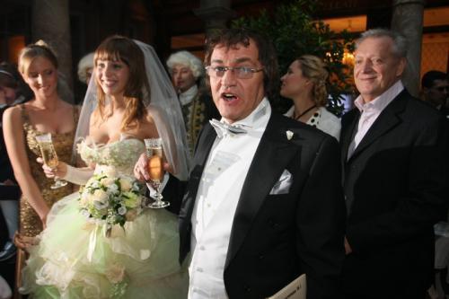 О семейной жизни с молодой супругой телеведущий подробно рассказал в документальном фильме «Свадебный переполох. Дмитрий и Полина Дибровы», вышедшем в 2013 году.