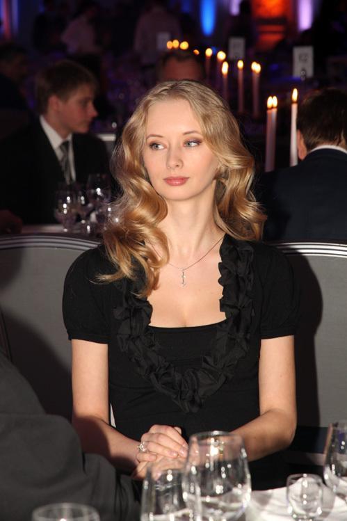 После разрыва с женой Александр закрутил роман с голубоглазой блондинкой, студенткой ВГИКа Мариной Коташенко.