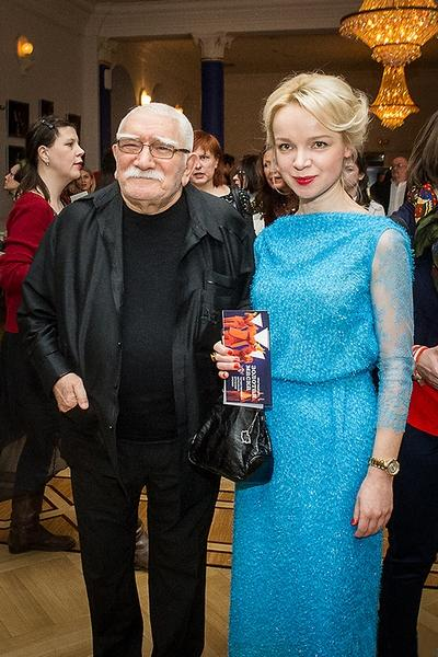В одном из интервью девушка призналась, что режиссер был ее кумиром с самого детства. «Я влюбилась в него 16-летней девчонкой», - рассказала журналистам Виталина.