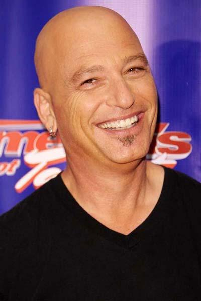 56-������ ���������� ����� � ����������� ���� ������ (Howie Mandel) ����� ������ ��-�� ��������� - ������ ��������. �� ���� - ���������� �America`s Got Talent� � Jersey Performing Arts Center, ������, ���-������, ���, 18 ���� 2012 ����.
