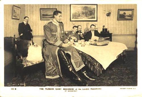 В 1903 году у них родилась дочка Мария, в 1904-м – сын Николай.В 1911-12 годах у Махновых рождается ещё трое детей. Таким образом, у Махновых всего было пятеро детей. Ни один из них не вырос выше двух метров.