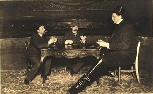 Чтобы пополнить семейный бюджет, время от времени Федор выезжал на различные борцовские турниры, выступал в цирках, демонстрируя свои возможности в различных городах Российской империи.