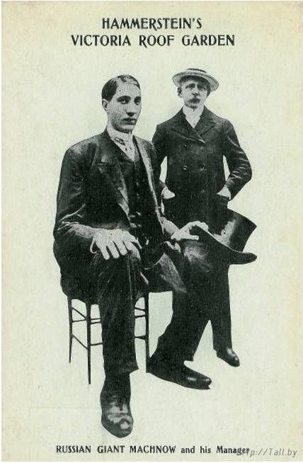 Девять лет посвятил Махнов работе в цирке, став после этого вполне обеспеченным человеком.