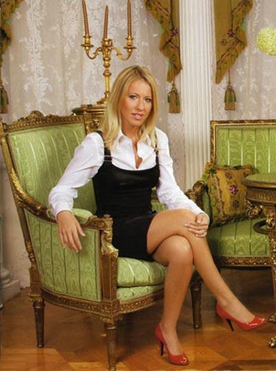 Как госпожа сенатор стала обладательницей такой замечательной квартиры? На этот счет есть несколько различных версий...