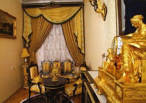 Таким образом, звездная мечта постсоветского россиянина - иметь у себя дома Эрмитаж - наконец-то сбылась !