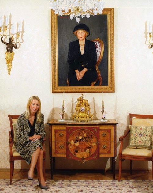 Любопытно, что госпожа Нарусова владеет двумя третями долей квартиры на Мойке, а оставшаяся треть принадлежит ее дочери Ксении.