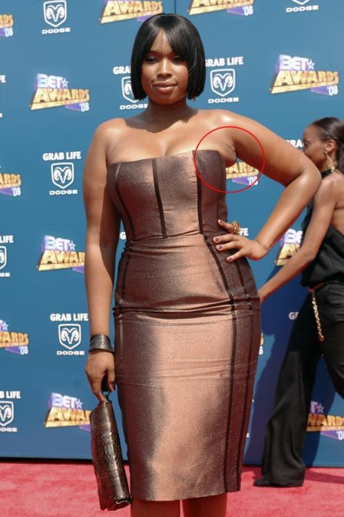 Дженнифер Хадсон стоило выбрать не такое узкое платье, ну или похудеть