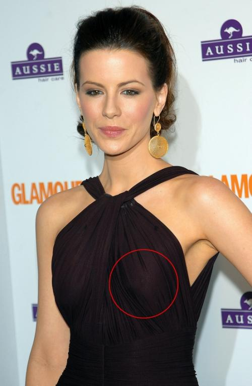 Кейт Бекинсейл и ее просвечивающий сосок. Хотя при такой форме груди почему бы и нет?