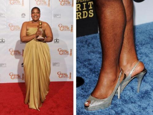 """На церемонии """"Золотой глобус-2010"""" афроамериканская актриса Моника Аймс-Джексон шокировала всех своими волосатыми ногами. Обладательница """"Оскара"""" не скрывает, что не любит брить ноги, потому что это причиняет ей дикую боль. """"Я должна показать Америке, как выглядят настоящие ноги, потому что это слишком – каждое утро брить, резаться и заклеивать раны пластырем"""", – заявила звезда. Удивительно, но несмотря на это актриса успела дважды побывать замужем и родить троих детей. В принципе, никто не может запретить актрисе выходить на дорожку в таком виде, но гораздо эстетичнее было бы прикрыть ноги макси-платьем."""