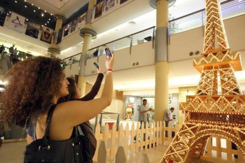 17.11.2009. Ливанский мастер Туфик Дахер (Tufiq Daher) сделал самую высокую Эйфелеву башню из спичек.