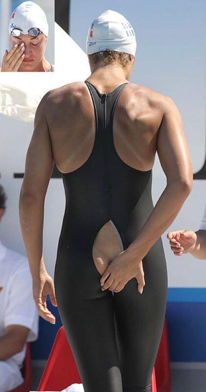 Итальянской пловчихе Флавии Зоккари пришлось сняться с соревнований на Средиземноморских играх в Пескара, Италия, после того как на ней треснул костюм.