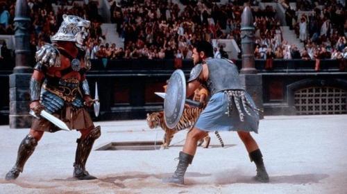 5. «Гладиатор» Древний Рим безусловно был весьма продвинутой в те годы цивилизацией, но вряд ли настолько, что Максимус мог позволить себе шорты из лайкры.