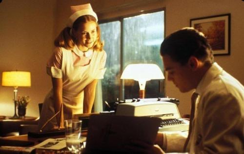 13. «Поймай меня, если сможешь» Героиня Эми Адамс весьма забавно выглядит в брекетах. Но ситуацию делает еще забавней тот факт, что брекеты такого типа появились спустя почти десяток лет, после событий фильма.