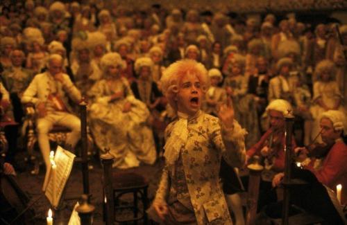 12. «Амадей»Слегка странно видеть, как Моцарт застегивает свою одежду на молнию, которой тогда и в помине не было. Гений, что с него взять?