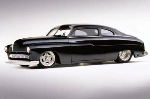 Mercury Monterey 1950  Автомобиль главного героя кинофильма «Кобра».  До «сотни» автомобиль способен разогнаться за 6,3 секунды. Максимальная скорость составляет 230 км/ч. Автомобиль принадлежал Сильвестру Сталлоне и в жизни. В 1994 году машину угнали. Был возвращен актеру после судебных разбирательств, по итогам которых актер получил еще $3 млн компенсации.