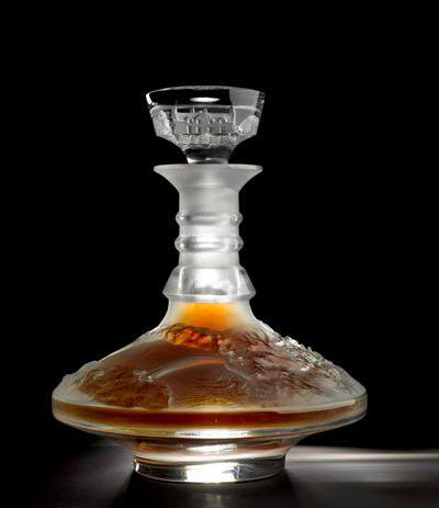 Виски «Macallan & Lalique Whiskies and Decanters» за £960 тыс. ($1,5 млн.).