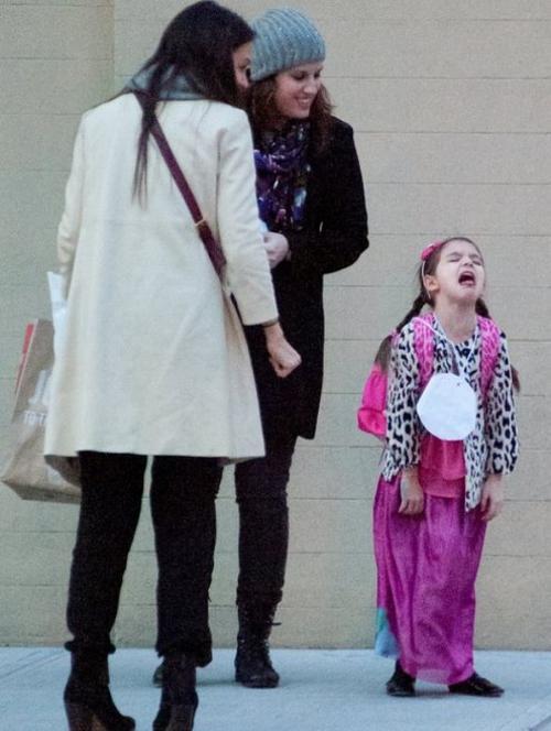 Папарацци запечатлели очередной приступ звездного ребенка, которому в чем-то посмели отказать, во время прогулки в Нью Йорке.