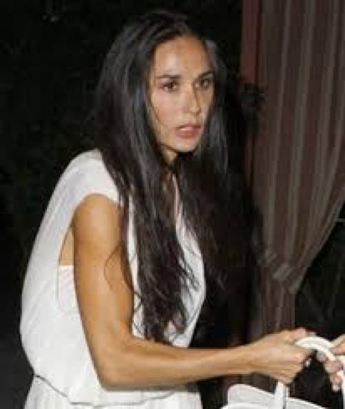 Деми МурАктрису в состояние нервного срыва и истощения загнал развод, последовавший за громкой изменой Эштона Кутчера.