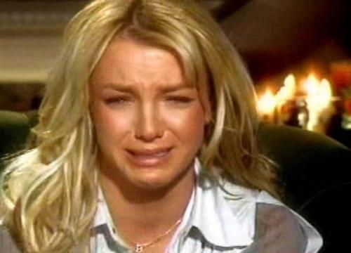 Бритни Спирс Впервые поп-принцесса впала в истерику в далеком 2002, давая интервью телеканалу ABC.