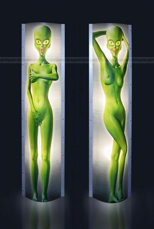 Среди представленных проектов были и настольная лампа с позирующей инопланетянкой, и...