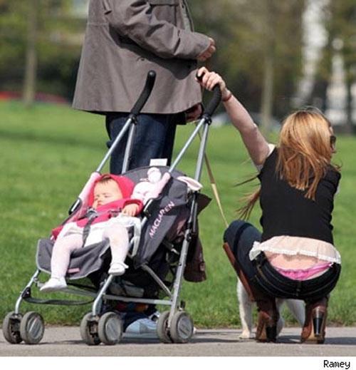 5Фото под юбкой у мамочек с коляской