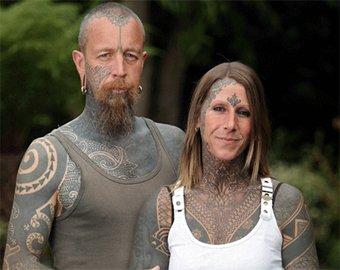 Празднуя развод, британка покрылась татуировками