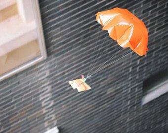 Австралийцы доставляют бутерброды клиентам с помощью парашютов