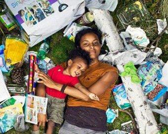 Ради участия в социальном проекте американцы позировали на фоне мусора
