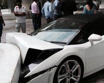 парковщик разбил ламборджини