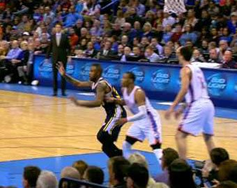 Баскетболист удивил всех броском «из-под юбки»