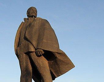 В Новосибирске памятник Ленину нарядили в плавки