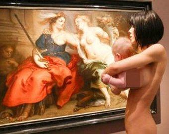 Обнаженная художница шокировала посетителей немецкого музея