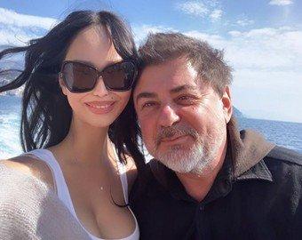 Молодая супруга Цекало опубликовала снимок топлес