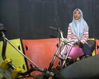 20-летняя мусульманка исполнила невероятный трюк на «Стене смерти»