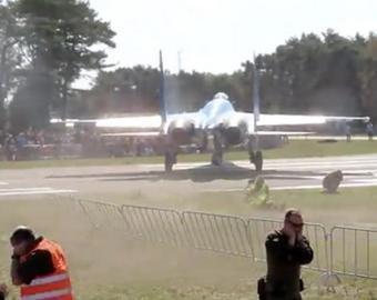 Су-27 «сдул» людей на авиашоу