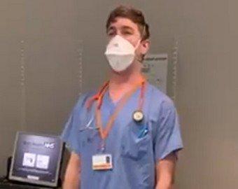 Врач порадовал коллег, исполнив арию в больнице