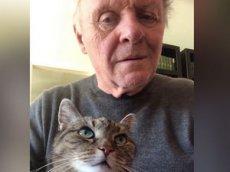 Энтони Хопкинс сыграл на пианино с котом