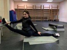 Алина Загитова показала, как тренируется дома во время карантина